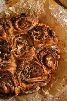 melci cu branza si stafide (18) Bread And Pastries, Cinnamon Rolls, Shrimp, Ice Cream, Beef, Food, Heavenly, Cake, Sweets