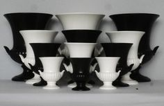 Here we show a selection of Wedgwood urns. Quite classical!