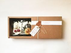 Our gift set of floral scented wax sachets with rustic packaging. Finished off with wax seal for that touch of detail! Scented Sachets, Scented Wax, Tea Tree Essential Oil, Essential Oil Diffuser, Leiden, Sleeping Essential Oil Blends, Wax Tablet, Cheap Candles, Wax Seals