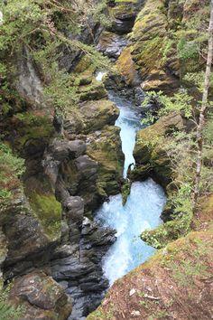 blue_waterfall.jpg (JPEG Image, 3168×4752 pixels) - Scaled (15%)