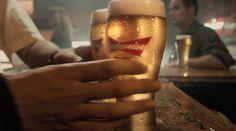 Budweiser resgata suas origens em novo filme da marca - veja aqui - Blue Bus