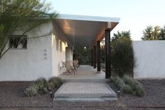 Roof overhang Marfa Texas shaded porch deck patio ; Gardenista