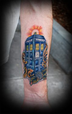 A true Whovian bears this - Doctor Who TARDIS Tattoo! ***** Jane Brock carpenter we need a dr who tat! Tardis Tattoo, Dr Who Tattoo, Doctor Who Tattoos, Great Tattoos, Beautiful Tattoos, Body Art Tattoos, Awesome Tattoos, Tatoos, Space Tattoos