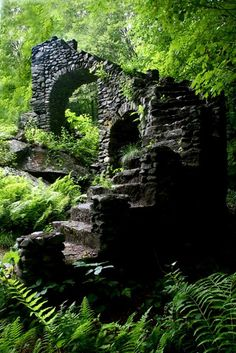 Ruins of 1920s castle built by Madame Sherri in New Hampshire, US