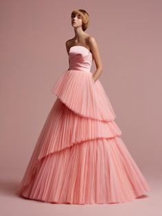 Cutting Edge Tulle Gown, a signature Viktor&Rolf silhouette VR by Tulle Ball Gown, Ball Dresses, Nice Dresses, Ball Gowns, Prom Dresses, Formal Dresses, Couture Mode, Style Couture, Couture Fashion