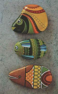 chiribambola: Decorando las piedras recogidas en la playa...