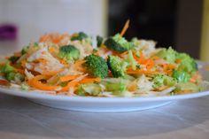 7 salate delicioase cu varza. Salate vegane pentru slabit sanatos – Sfaturi de nutritie si retete culinare sanatoase Raw Vegan, Broccoli, Food And Drink, Vegetables, Cooking Ideas, Vitamin B12, Diet, Vegetable Recipes, Veggies