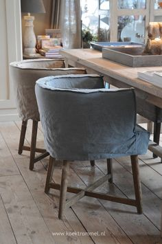 Stijlvolle eetkamerstoelen Dining Room Chair Covers, Dining Table Chairs, Shabby Chic Dining Room, Dining Room Paint, Diy Zimmer, Cottage Interiors, Home Decor Furniture, Home Living Room, Home Decor Inspiration