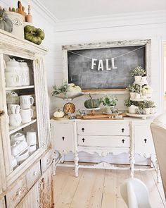 """1,043 Likes, 11 Comments - Country Living (@countrylivingmag) on Instagram: """"It's the most wonderful time of the year!#CLdecor #interiordesign #housegoals #home #fall…"""""""