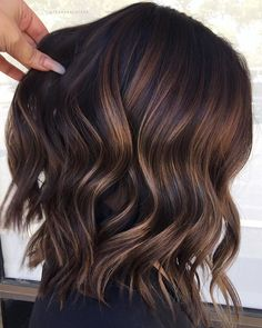 10 Fall/Winter Hair Colour Ideas For Brunettes - Blush & Pearls - - Looking to update your hair color this fall/winter? Browse some hair color and balayage ideas here to give your hair a bold update! Fall Winter Hair Color, Fall Hair Colors, Dark Fall Hair, Fall Hair Cuts, Trendy Hair Colour, Best Hair Colour, Hair Colour Trends, Brown Hair For Fall, Short Hair Colors