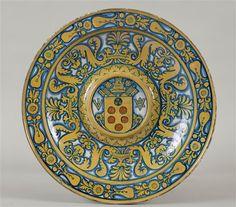 Bassin aux armes de Clément VII (Medici), Deruta (Italie), XVIe s. (Ecouen, musée national de la Renaissance).