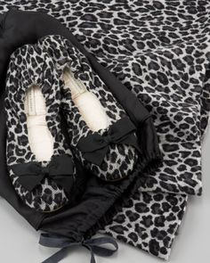 Cashmere and leopard print: what more could a travelling girl ask for? We want to cozy up in White + Warren's travel wrap and slipper Travel Set, Travel Style, Travel Necessities, Travel Essentials, Girls Ask, White And Warren, Luxury Travel, Travel Accessories, Baby Car Seats
