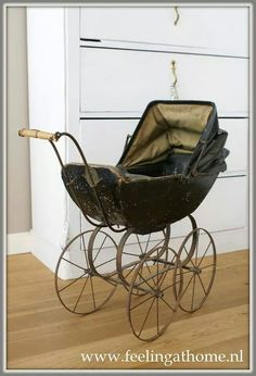 Old doll carriage ♡