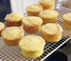Mary Berry's little lemon drizzle cake