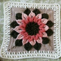 Ravelry: Project Gallery for The Crocodile Flower pattern by Joyce Lewis Tutorial http://www.pinterest.com/teretegui/•❁ ✿⊱╮Teresa Restegui http://www.pinterest.com/teretegui/✿⊱╮