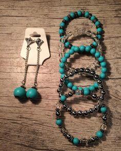 A imagem pode conter: 1 pessoa, joias Jewelry Art, Antique Jewelry, Beaded Jewelry, Jewelry Bracelets, Jewelry Patterns, Bracelet Patterns, Handmade Bracelets, Handmade Jewelry, Bracelet Making