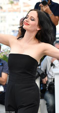 2017 CANNES FILM FESTIVAL EVA GREEN at photocall for Roman Polanski's film called 'Based on a True Story' Strike a pose: Eva appeared in high spirits as she joined Polanski at the photo-call for t. Eva Green 300, Actress Eva Green, Beautiful People, Beautiful Women, Roman Polanski, French Beauty, French Actress, French Girls, Belle
