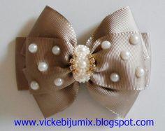 Diversos modelos de laços no bico de pato, uma opção de deixar o look da sua filha bem sofisticado. Para as crianças que não deixam tiara...