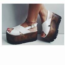 Sandalias London Base Recta Alta *primavera Verano* Fancy Shoes, Pretty Shoes, Beautiful Shoes, Me Too Shoes, Shoes Heels Wedges, Wedge Shoes, Shoes Sandals, Shoes Sneakers, Pumps