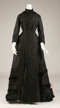 Tea gown      1877
