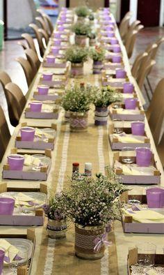 Déco de tables : Centre tables fleurie dans boîte de conserve.  Plateau repas en cagette.  Bougeoir pot de yaourt. ..