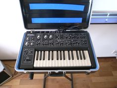 MATRIXSYNTH: Roland SH-1 with Case SN 791291
