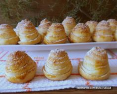Vynikající medově oříškové kynuté úlky. Healthy Recepies, Healthy Dessert Recipes, Desserts, Bread Recipes, Cookie Recipes, European Dishes, Czech Recipes, Bread And Pastries, Home Baking