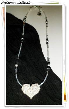 Cœur Tissé en perle de Swarovski blanche sur wire argent sertie de rocaille et perles diverses de couleur noir et argent  Prix:$40.00 payable par PayPal envoyé un courriel à Jolimain@videotron.ca