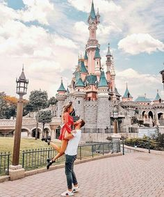 Real beauty is to be true to oneself. Disneyland Couples, Disneyland Photos, Disney Couples, Tokyo Disneyland, Disney World Pictures, Cute Disney Pictures, Disney Dream, Disney Love, Paris Couple