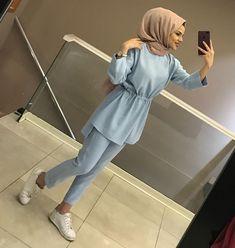 Görüntünün olası içeriği: 1 kişi, ayakkabılar Abaya Fashion, Suit Fashion, Sweater Fashion, Fashion Outfits, Casual Hijab Outfit, Hijab Chic, Hijab Dress, Islamic Fashion, Muslim Fashion