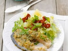Lachssteak mit Kräuterpanade ist ein Rezept mit frischen Zutaten aus der Kategorie Meerwasserfisch. Probieren Sie dieses und weitere Rezepte von EAT SMARTER!