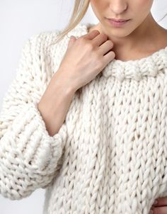 Free beginner knitting patterns for a variety of hand knit women's sweaters, pull overs and knit sweat shirts. Free Knitting Patterns For Women, Beginner Knitting Patterns, Jumper Knitting Pattern, Chunky Knitting Patterns, Beginner Knit Scarf, Knit Fashion, Sweaters For Women, Women's Sweaters, Portrait