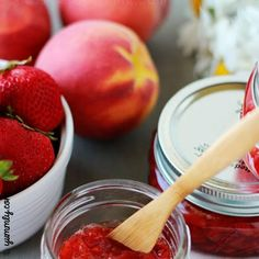 This strawberry peach jam is the perfect way to use up that in season produce. Great for beginners! Jelly Recipes, Jam Recipes, Canning Recipes, Peach Jelly, Peach Jam, Strawberry Jam Recipe, Strawberry Jelly, Rhubarb Jelly, Cottage Meals