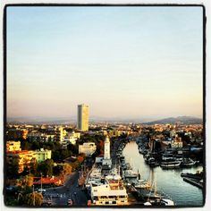 Porto canale, faro e grattacielo dalla ruota panoramica. Estate 2012