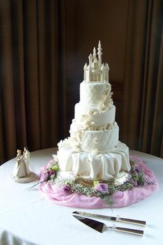 Photos to help inspire a Fairytale Wedding ~~ #fairytalewedding #weddingcake