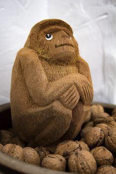 Figurki dekoracyjne. Małpa z kokosa. Rękodzieło Sri Lanka. Sklep Azjatycki