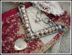 How did she do those ball head pearls? Pearls of Wisdom Choker I Love Jewelry, Jewelry Art, Vintage Jewelry, Handmade Jewelry, Jewelry Design, Jewelry Ideas, Jewellery, Closet Accessories, Altered Art