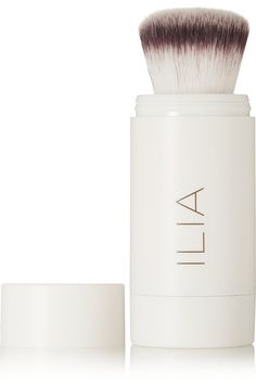 Instructions for use: Shake powder to surface of brush Apply liberally to face 4.0g/ 0.14oz. Ingredients: Manihot Esculenta (Tapioca) Starch*, Mica, Silica, Bambusa Arundinacea Stem Powder, Zinc Stearate, Passiflora Edulcis (Passionfruit) Oil*, Rosemary (Rosmarinus Officinalis) Leaf Oil*, Aloe (Barbadensis) Leaf Extract*, Zea Mays (Corn) Starch*, Ricinus Communis (Castor) Seed Oil*, Tocopherol. *Certified Organic Ingredients. Ingrédients Certifiés Biologiques