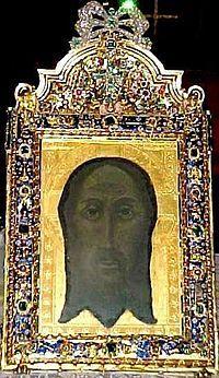 """En el contexto español, la expresión """"Santa Faz"""" se suele emplear específicamente para la Santa Faz de Alicante, la reliquia conservada en el Monasterio de la Santa Faz de esa ciudad desde el siglo XV; mientras que la de """"Santo Rostro"""" suele emplearse específicamente para la conservada en la catedral de Jaén desde el siglo XIV."""