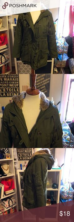 Forever 21 OLIVE GREEN JACKET SIZE SMALL Forever 21 OLIVE GREEN JACKET SIZE SMALL. Forever 21 heritage 21 brand. Very sleek and stylish. Kind of thin so definitely not for under 40 weather. The lining on the inside has a tear *see picture* but this is not at all noticeable during wear. Once upon a time this had a faux fur hood lining but I was never a fan, took it off, and now can't find it. Forever 21 Jackets & Coats Utility Jackets