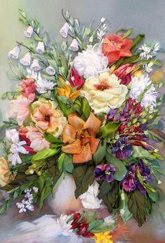 Vaso con i fiori Silk ribbon embroidery di SilkRibbonembroidery