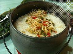nasi liwet bandung Nasi Liwet, Nasi Bakar, Nasi Lemak, Rice Cooker Recipes, Cooking Recipes, Indonesian Cuisine, Indonesian Recipes, Crispy Sweet Potato, Bistro Food