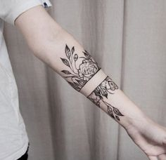 100 Armband Tattoo Designs For Men and Women (you'll wish you had more arms) - Beste Tattoo Ideen Neue Tattoos, Body Art Tattoos, Hand Tattoos, Sleeve Tattoos, Tatoos, Maori Tattoos, Small Tattoos, Filipino Tattoos, Tattoos Pics