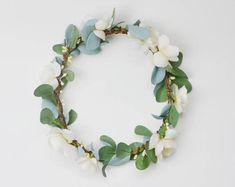 28 Trendy Flowers In Hair Boho Green Weddings Flower Crown Bride, Bride Flowers, Bridesmaid Flowers, Flowers In Hair, Wedding Flowers, Flower Crowns, Wedding Bouquets, Fall Bouquets, Flower Girls