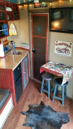 pinner said: This is the awesome horse/sleeper trailer my mom renovated! Door goes to shower and toilet in the first stall. Stock Trailer, Trailer Diy, Travel Trailer Remodel, Horse Camp, My Horse, Horse Tips, Cargo Trailers, Horse Trailers, Horse Trailer Organization