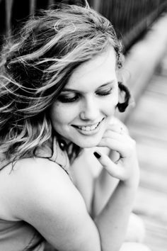 Click the pic for photography inspiration and posing girls with a dramatic flair for senior pictures.