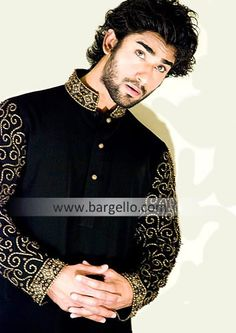 Cool idea : Embroidery only the collar ans sleeves. India Fashion, Ethnic Fashion, Men's Fashion, Pakistani Mens Kurta, Mens Ethnic Wear, Ethenic Wear, Indian Groom, Groom Outfit, Shalwar Kameez
