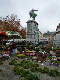 """Mercato"" Piazza Guillaume Ⅱ, Luxembourg Central, Luxembourg, Novembre"