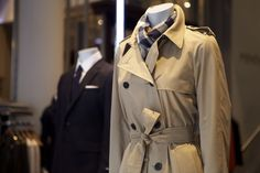 To celebrate the anniversary of the trench coat, make a purchase on the night and receive a key which could unlock the padlock to win your very own Aquascutum trench coat. Vogue Fashion Night, Aquascutum, Greater London, Trench, Night Out, Anniversary, Key, Street, Celebrities