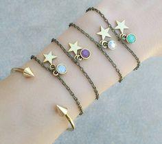 Bracelet en métal bronze orné d'un pendentif étoile et Swarovski. Un bracelet créateur tendance 2015 qui sublimera toutes vos tenues. Bracelet reglable convient à tous les poignets. Disponible en : Violet, Vert, blanc, bleu  Emballage cadeau offert!